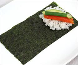 Хозяйкам и любительницам суш и роллов на заметку рецепт темаки-суши Темаки-суши отличаются от обычн... - 5
